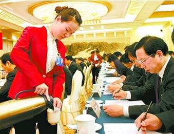 [政府部门22]富士康2万员工巡游如狂欢节 宣誓珍惜生命